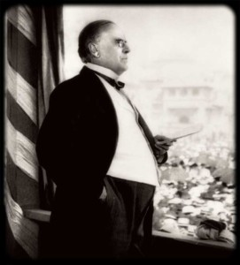 President McKinley delivering his speech to the exposition fair goers on September 5, 1901. In the crowd directly below him stood Leon Czolgosz.