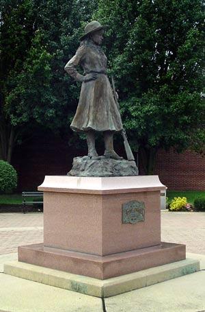 annie-oakley_statue